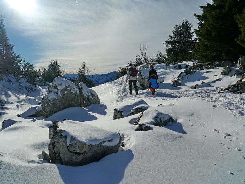 Winterwandern zwischen Ost- und Westgipfel des Breitenstein.