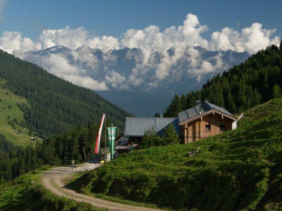Weidener Hütte mit Karwendel