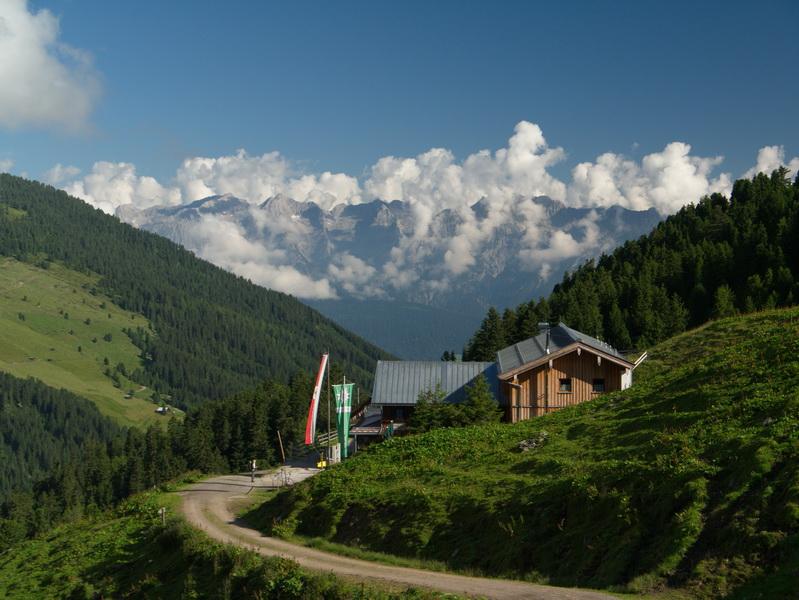 Ein beliebter Stützpunkt auf dem Weg zum Rastkogel ist die Weidener Hütte - im Sommer wie im Winter.