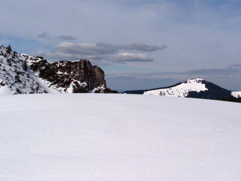 Der Gipfel (untere Hälfte dieses Fotos) ist sehr flach und trägt kein Gipfelkreuz.