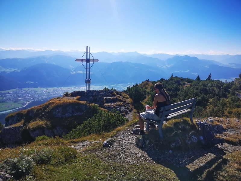 Brotzeit- und Aussichtsplatz am Gipfelkreuz