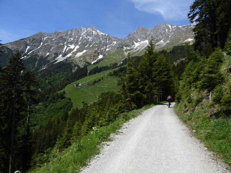 Die Höttinger Alm ist das höchste Ziel dieser Biketour.