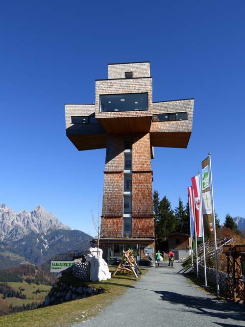 Das bekannte Gipfelkreuz der Buchensteinwand