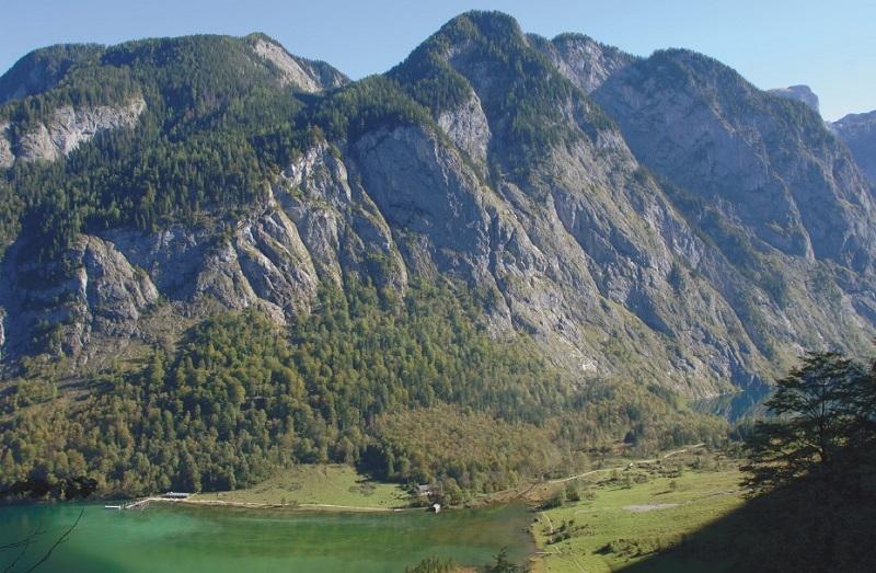 Tiefblick vom Sagerecksteig auf Königssee und Saletalm. Foto: Stefan Herbke.