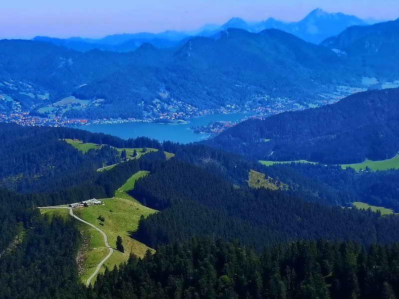 Gipfelblick auf Aueralm und Tegernsee