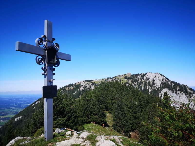Am höchsten Punkt des Schweinsbergs. Dahinter der Breitenstein.