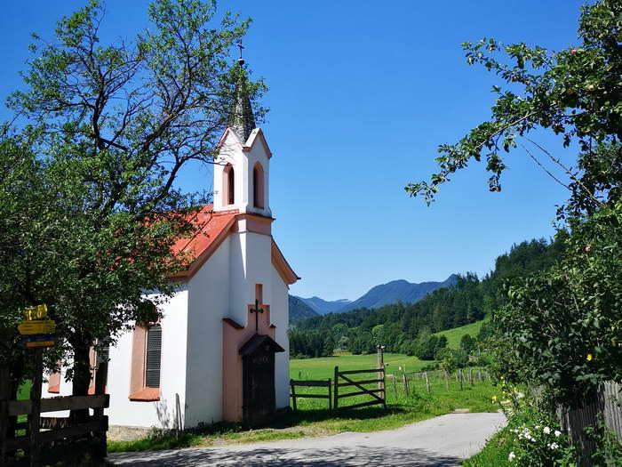 Die 1884 erbaute Lourdeskapelle in dem Weiler Dorf.