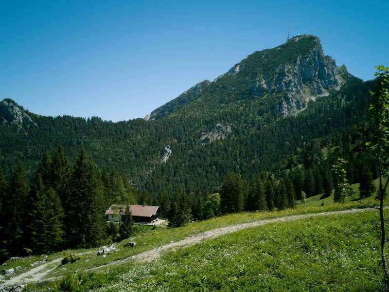 Nach der Kesselalm ist das nächste Ziel die Aiblinger Hütte, hier mit dem Wendelstein