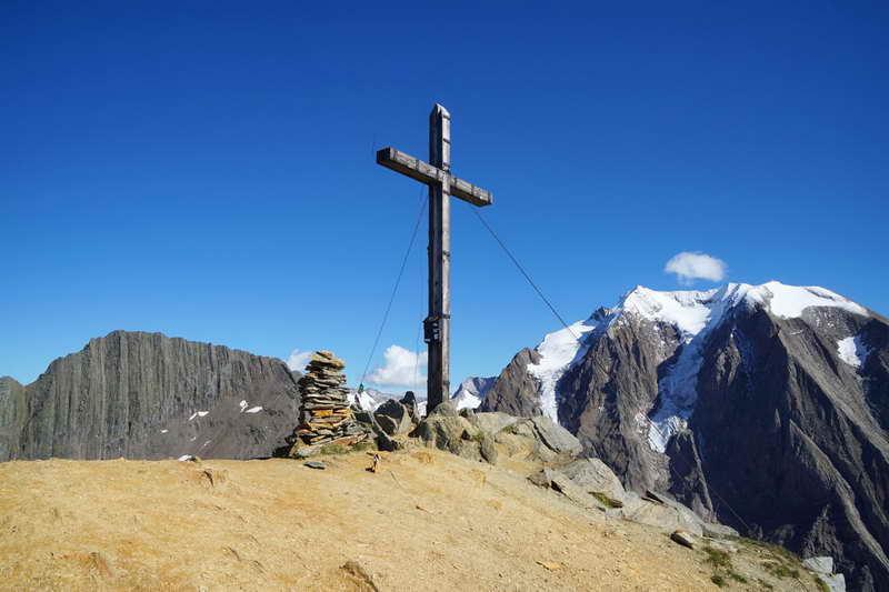 Gipfel der Rotbachlspitze vor dem Hochferner