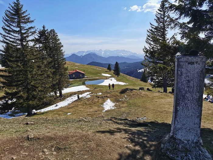 Der Blick vom Gipfel auf die Huberalm