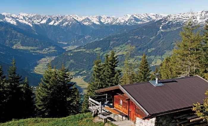 Auf Höhe der Steinbergaste öffnet sich ein herrlicher Blick ins innere Zillertal. Foto (c) Mark Zahel