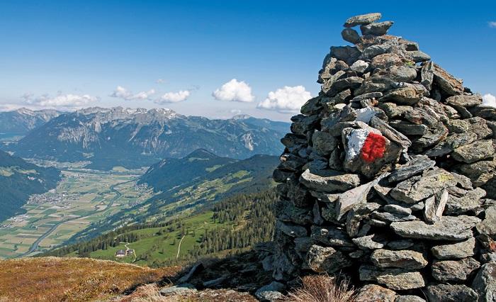 Großer Steinmann beim Übergang zum Standkopf. Foto (c) Mark Zahel