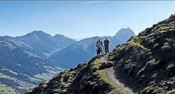 Vor dem Großen Rettenstein geht es mit herrlicher Aussicht zur Bärstattalm.  Foto © Susanne und Walter Elsner